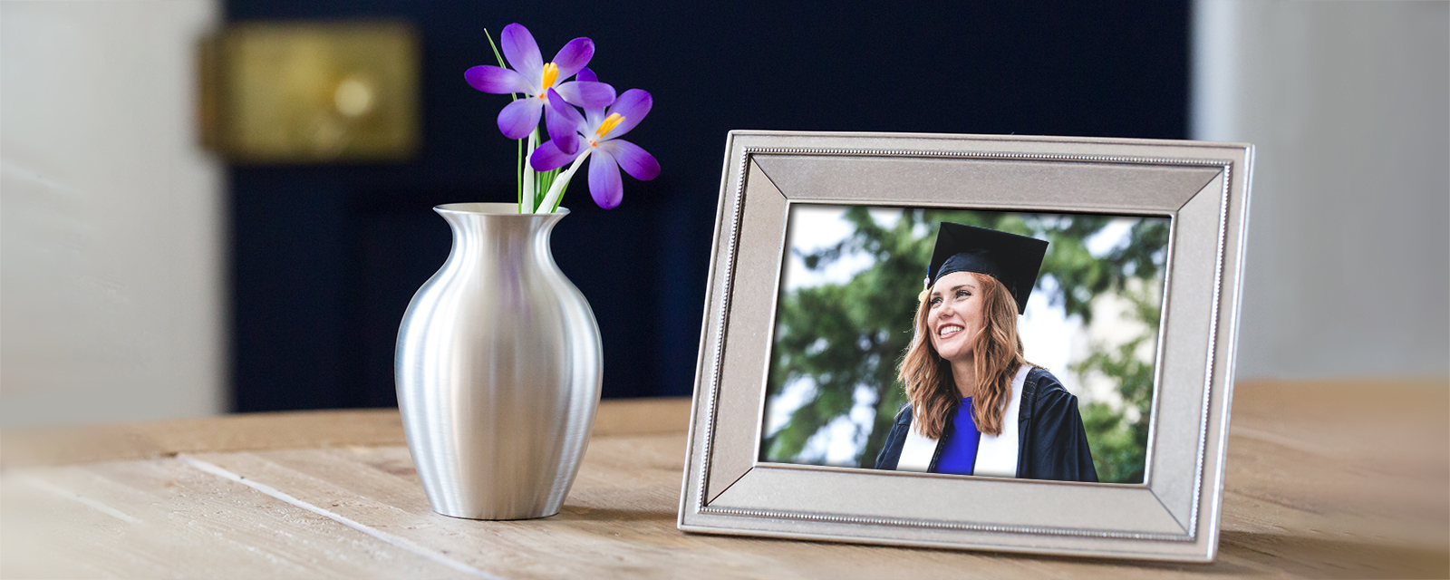 Graduate in a Federal 4x6 pewter picture frame